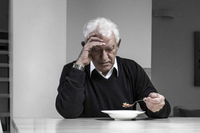 Alzheimer hasta için zor, hasta yakını için zorlu bir mücadele