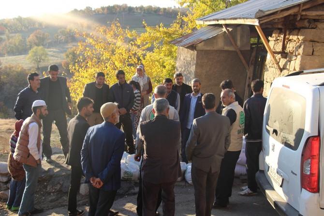 Elazığ Umut Kervanı'ndan yangında evi yanan ailelere yardım
