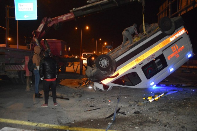 Ağrı'da ambulans ile otomobil çarpıştı: 1 ölü 9 yaralı