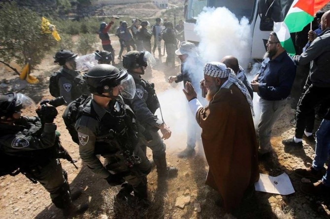 Dozens injured as zionist gangs quell anti-settlement protests in West Bank