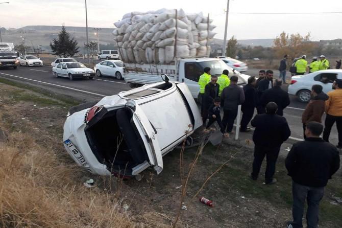 Çarıklı Yeşilçınar yakınlarında üç aracın karıştığı kazada 2 kişi yaralandı