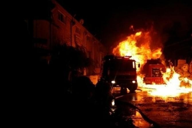Bornova'da plastik geri dönüşüm deposunda yangın