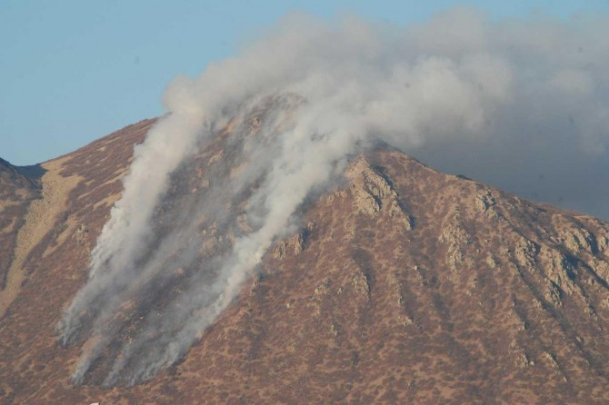 Kirkor Dağı'nda çıkan yangın kontrol altına alınmaya çalışılıyor