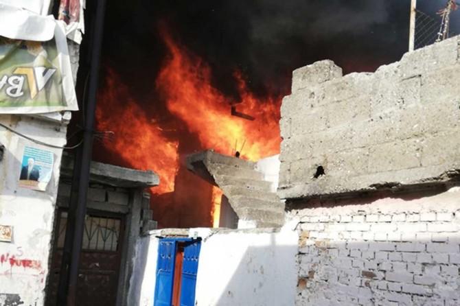 Adana'da yanan ev küle döndü