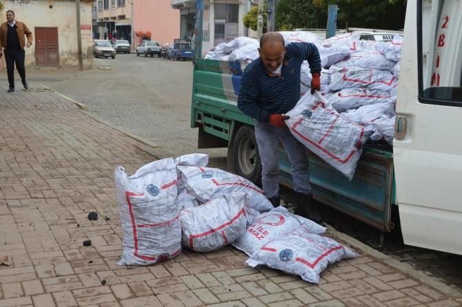 Hilvan'da kömür dağıtımı devam ediyor