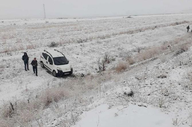 Ağrı'da sürücüler kara hazırlıksız yakalandı