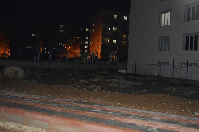 Siirt Afetevler Mahallesi'nde aydınlatma direklerinin olmaması mahalleliyi tedirgin ediyor