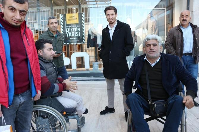 """Engelli bireyler toplumdan """"duyarlılık"""" bekliyor"""