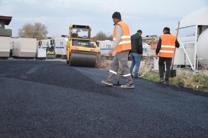 Bazalt taşından üretilen asfaltla yollar yenileniyor