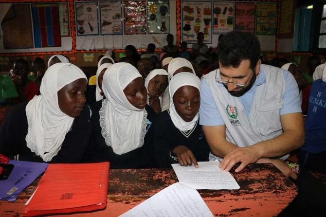 Afrikalı öğrenciler daha iyi koşullarda eğitim almak için destek bekliyorlar