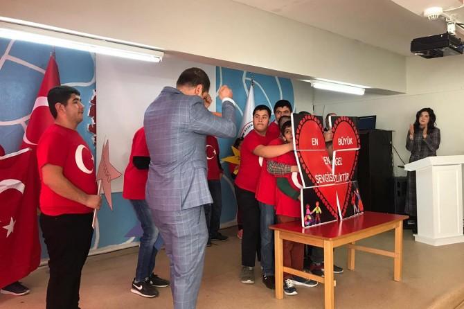 Malatya Akşemseddin İşitme Okulu öğrencilerinin sahne gösterileri mest etti