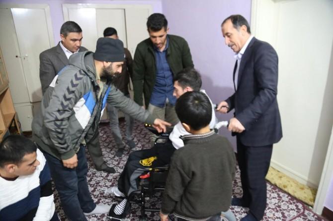 Siirt'te engellilere akülü araç ve tekerlekli sandalye dağıtıldı