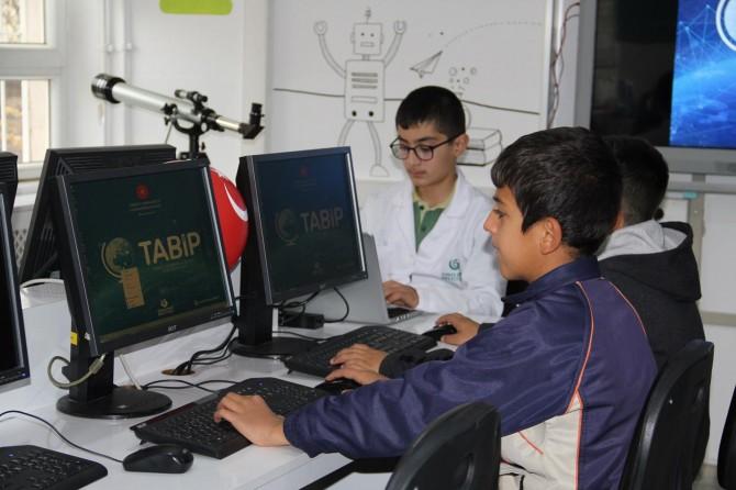 Hedefimiz bilim üreten ve icat yapan bir nesil yetiştirmek