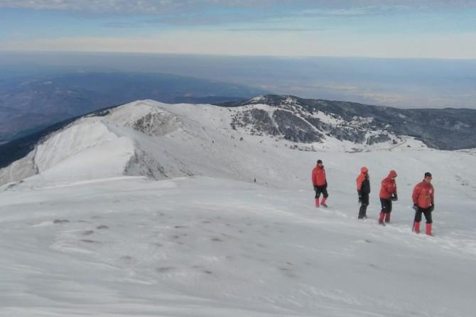 Kayıp dağcıları arama çalışmalarında mont bulundu