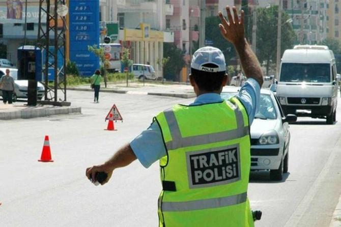 Trafik denetimlerinde 904 sürücüye para cezası