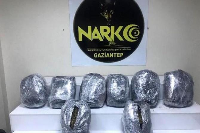 Gaziantep'te şüphe üzerine durdurulan minibüste uyuşturucu ele geçirildi