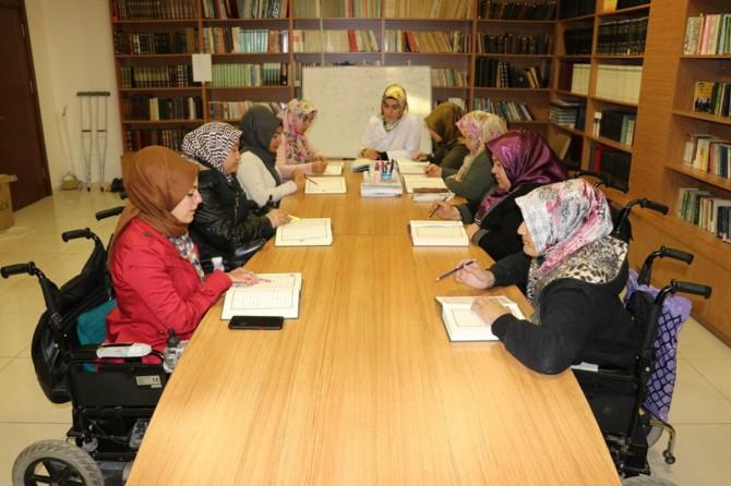 Engelli olmaları Kur'an öğrenmelerine engel olmuyor