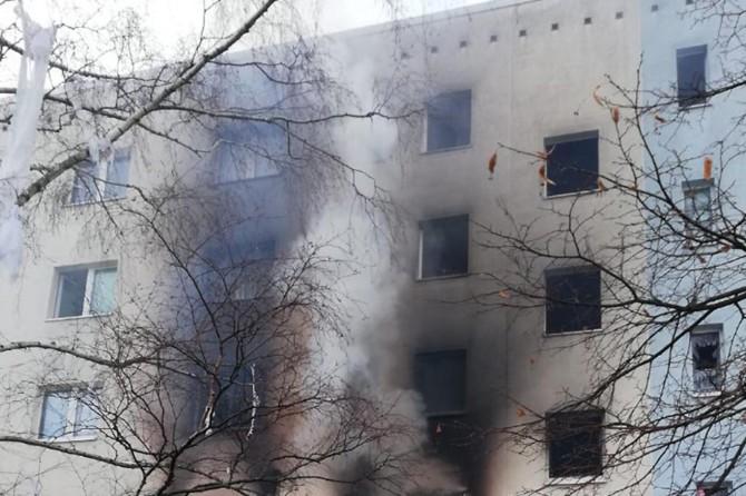 Almanya'da 5 katlı binada patlama