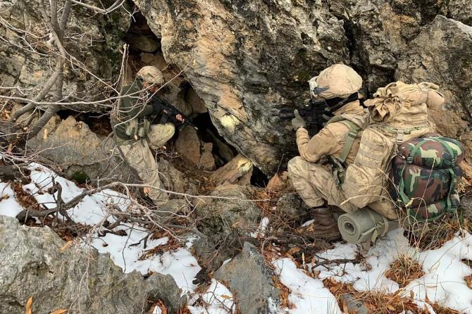 Baykan'da PKK'ye ait sığınak ve barınaklar imha edildi