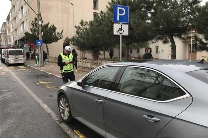 Gaziantep'te engelli park yerlerini kullanan sürücülere para cezası