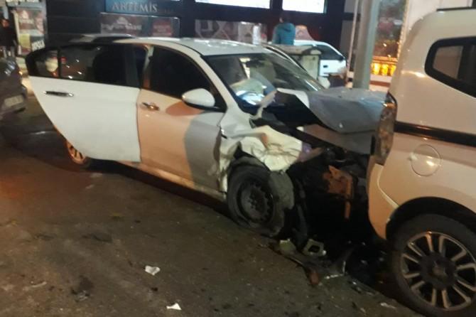 Elazığ'da Yakup Şevki Caddesi'nde zincirleme kazada 4 kişi yaralandı