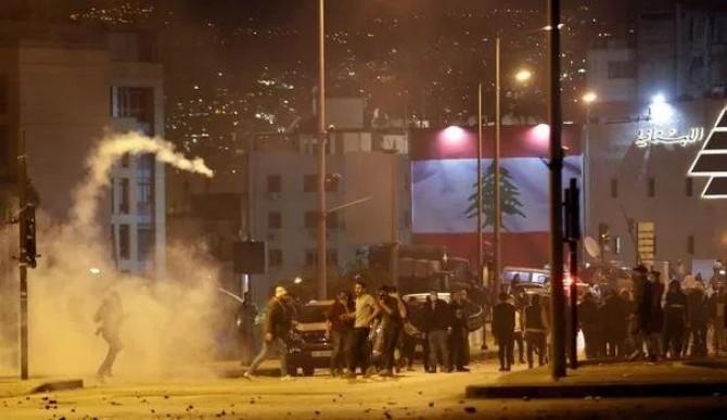 Lübnan'da onlarca gösterici yaralandı
