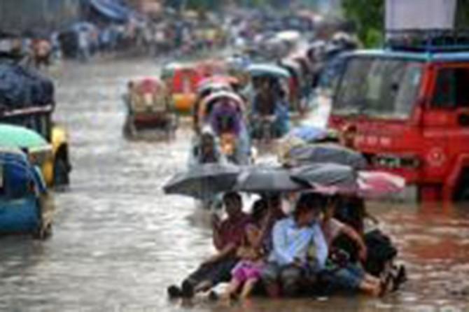 Sel felaketinde binlerce kişi yerinden oldu
