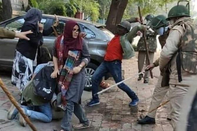 Hindistan'da ayırımcı vatandaşlık yasası protestoları büyüyor