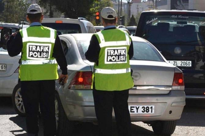 Trafik denetimlerinde 828 sürücüye para cezası