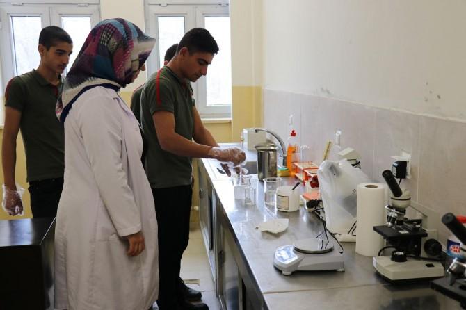 Solhan'da öğrenciler atık yağdan sabun üretiyor