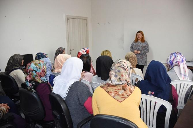 Eğitmen ve kursiyerlere kadın sağlığı semineri verildi