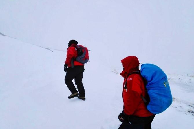 Kayıp dağcıları arama çalışmalarında 2 cesede ulaşıldı