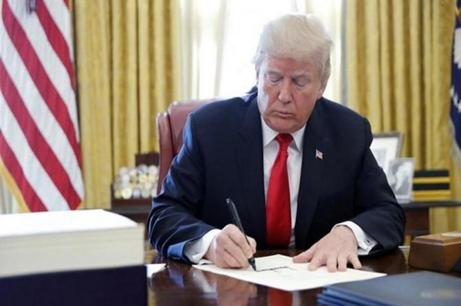 Trump Türkiye'ye yaptırım çağrısı da içeren torba yasayı imzaladı