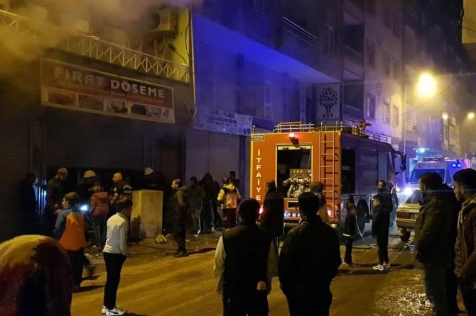 Bismil'de döşeme atölyesinde yangın