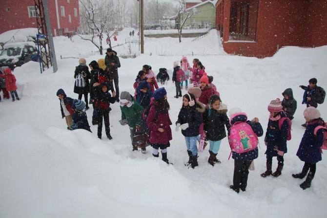 Adıyaman'ın Sincik ve Çelikhan ilçesinde eğitime kar engeli