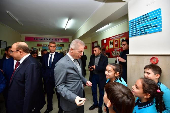 Nizip'te mesleki eğitimlerini tamamlayan öğrencilere belgeleri verildi
