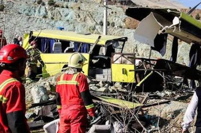 İran'da otobüs kazası:10 Ölü