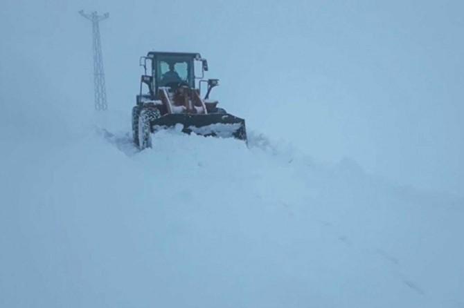 Kar nedeniyle kapanan yollar açıldı