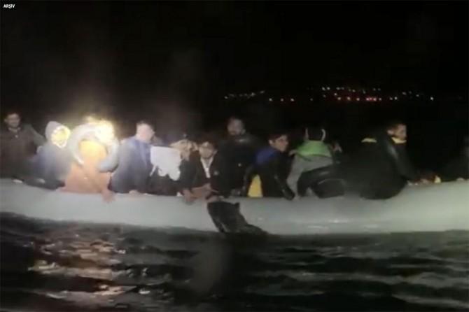 Göçmenlerin botu ile Sahil Güvenlik botu çarpıştı: 3 ölü, 2 kayıp