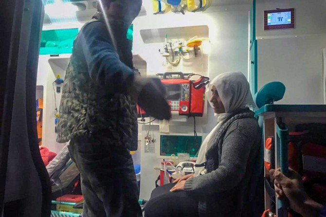Kar nedeniyle mahsur kalan hastaya 10 saat sonra ulaşıldı