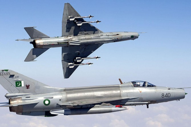 Pakistan'da askeri uçak kazası: 2 pilot hayatını kaybetti