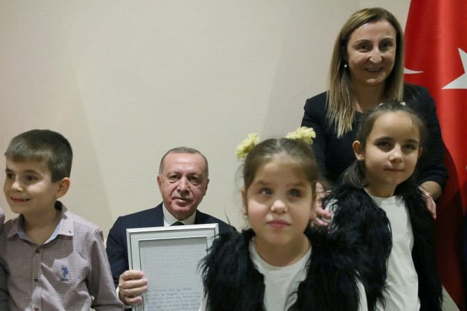 Erdoğan meets with visually impaired children