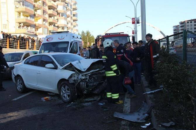Diyarbakır'da kaza: Biri ağır 2 yaralı