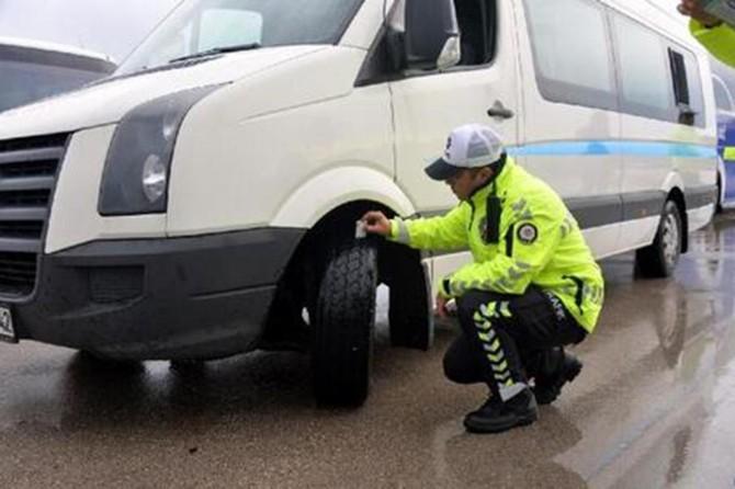 Kış lastiği takılmayan yüzlerce araca ceza kesildi