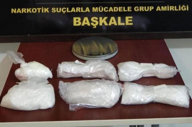 Davlumbaza gizlenmiş uyuşturucu ele geçirildi