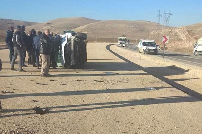 Takla atan kamyonet sürücüsü yaralandı