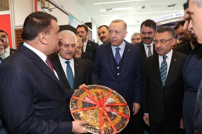 Cumhurbaşkanı Erdoğan Malatya standını gezdi