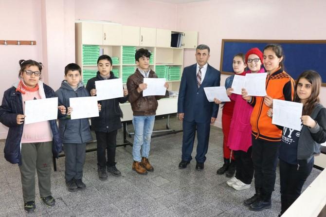 Gaziantep'te görme engelli öğrencilerin karne sevinci