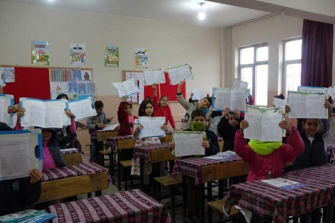 Siirt'te veli ve öğrencilerin karne heyecanı