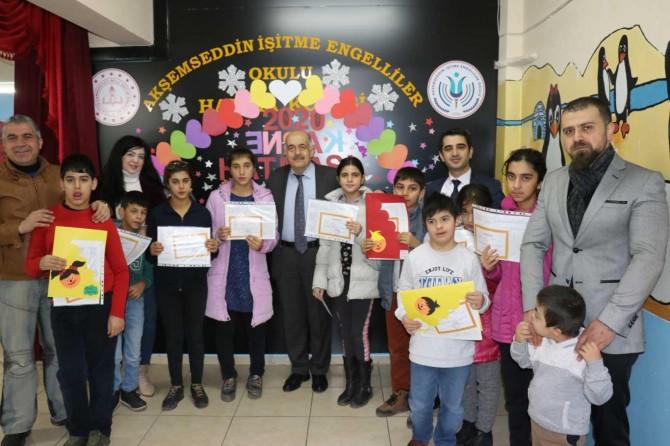 Malatya'da işitme engelli öğrencilerin karne heyecanı